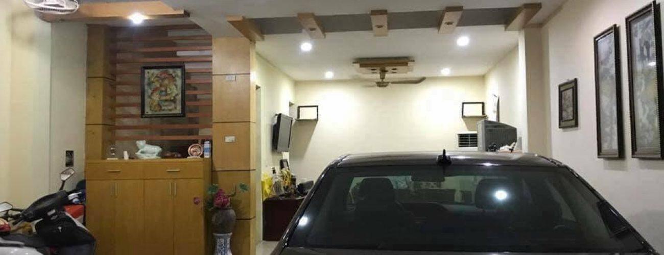 Tốt nhất nên bố trí các cửa sổ trên tường, trên mái hoặc khe thoáng để tận dụng ánh sáng tự nhiên vào ban ngày